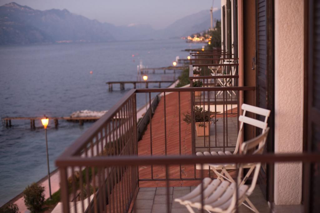 <b>balcony</b>