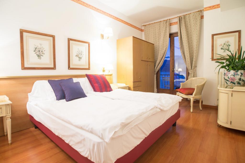<b>camera Monte Baldo hotel vista lago di Garda a Brenzone</b>