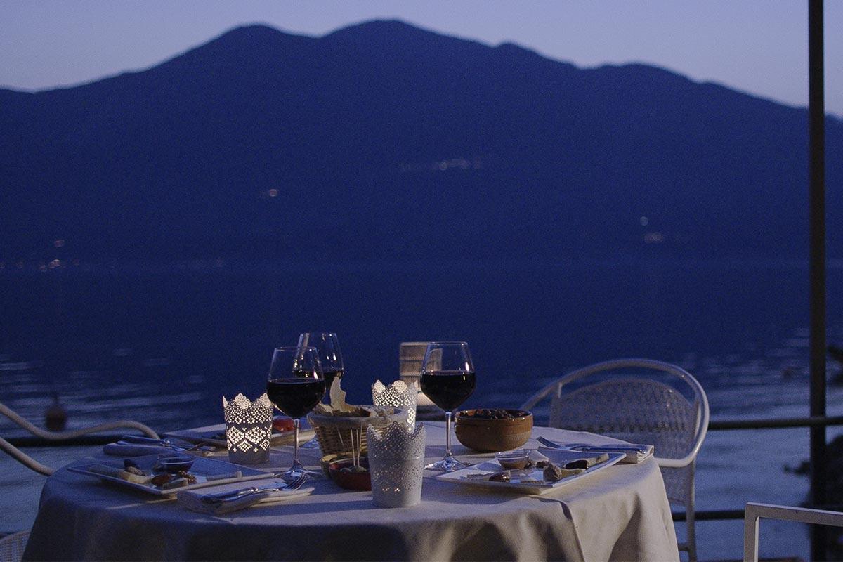 cenare-a-brenzone-sul-garda-vista-lago.jpg